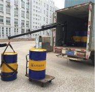 车载吊运机吊运油桶