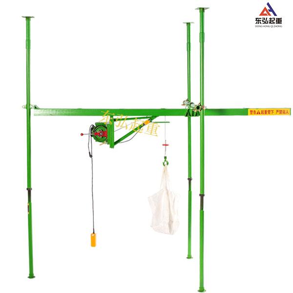 室內裝修用三柱直滑式吊運機